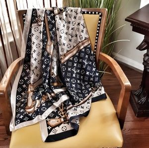 Louis vuitton scarf Shawl Black and white